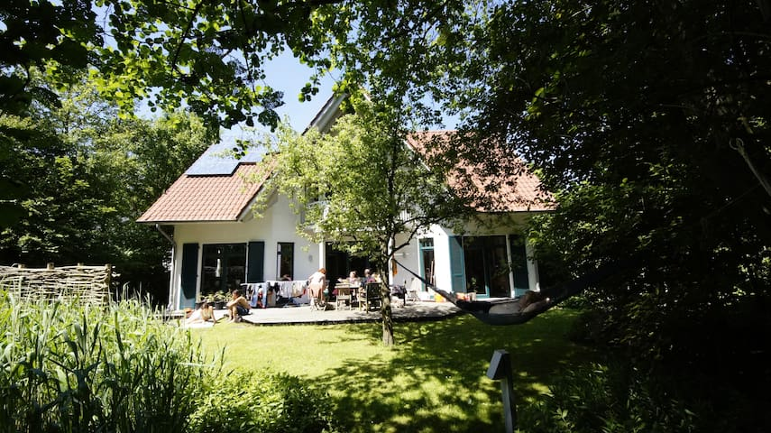 Cosy little room in nice house - Oldenburg - Hus