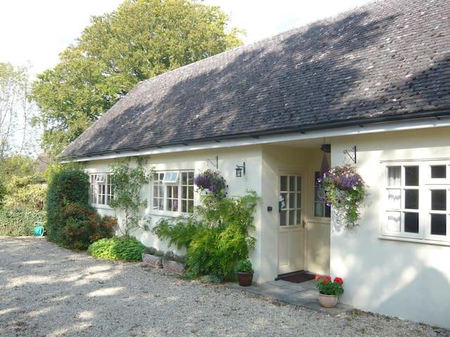 Lovely cottage near Stonehenge  - Sherrington