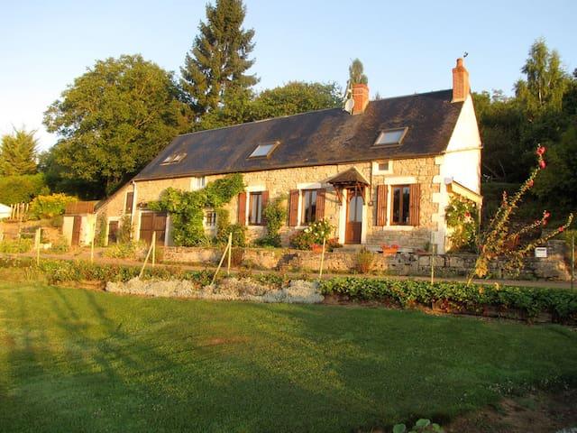 Charming Burgundy Farmhouse &Garden - Montenoison - Rumah