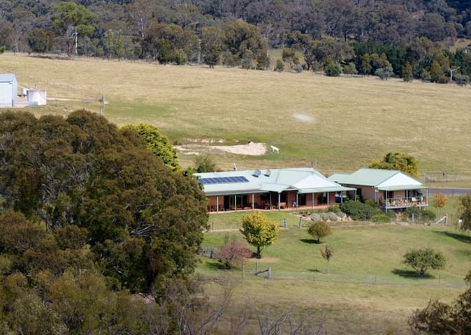 Inverness Farmstay near Oberon, NSW - O'connell - Hytte
