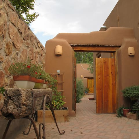 Charming Adobe Casita near Plaza - Mesilla - 獨棟
