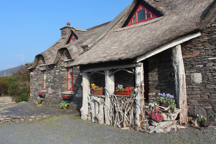 Thatched Irish Home with Sea Views - Gortaforia