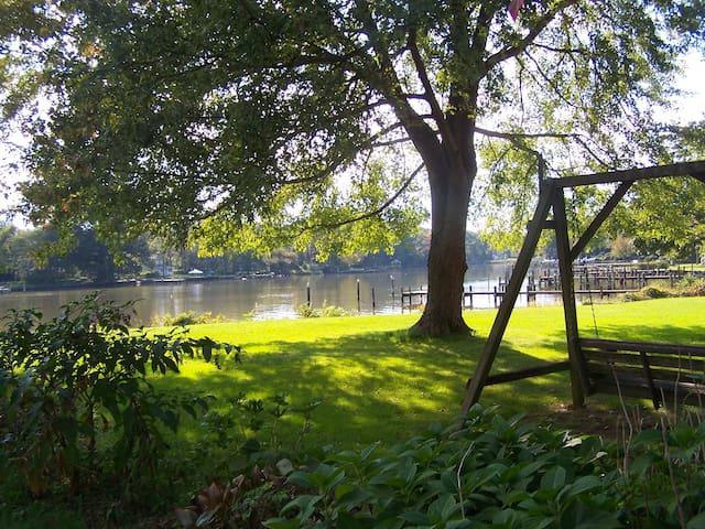 Fun Chesapeake Waterfront Cottage - Deale - 獨棟