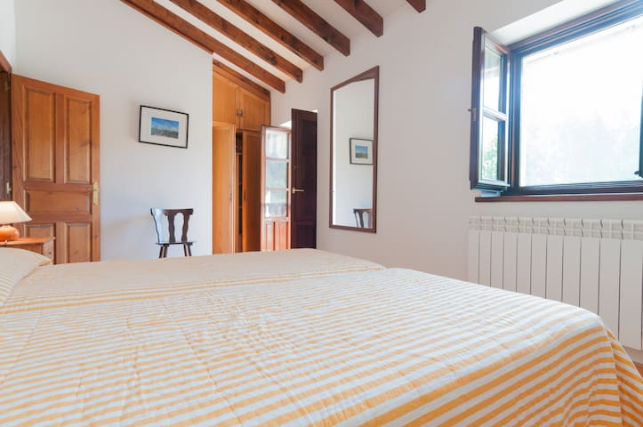 Exclusive Country House with Wonderful Views - Suesa - Ev
