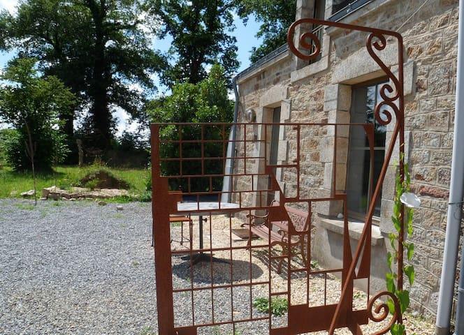 quiet and original sculptor's house - Plumelin - Casa