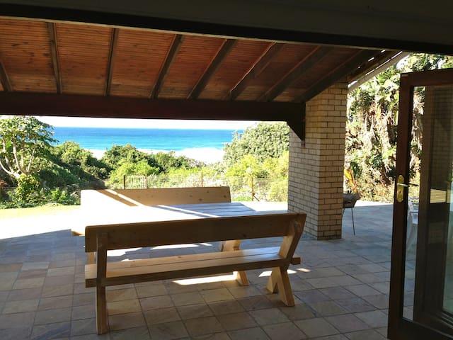 Beautiful beachfront holiday home - Hibberdene - Ev