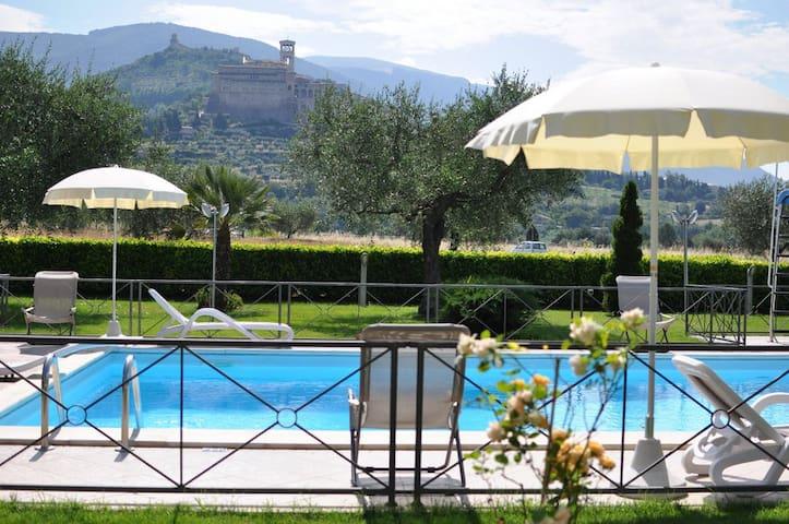 Girasole Farmhouse B&B Assisi - Assisi - Bed & Breakfast