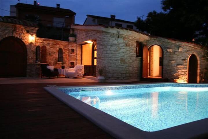 Villa Carla A6+2 Pula Croatia  - พูลา