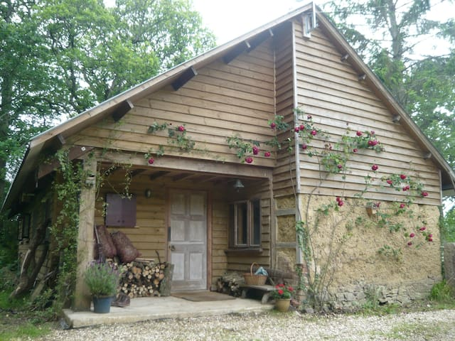 Self-contained rustic barn for two. - Bow