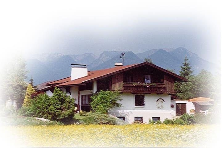 ruhige, sonnige Ferienwohnung  - Ruhpolding - Apartment