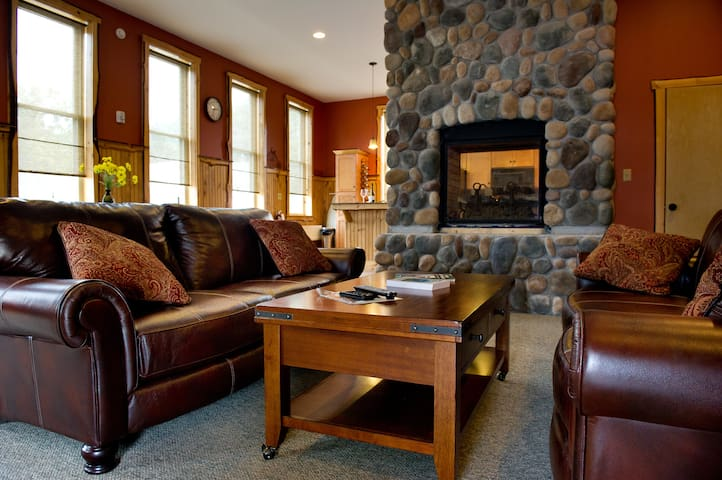 Luxury in the Adirondacks - 16 ppl! - Chestertown - Appartement