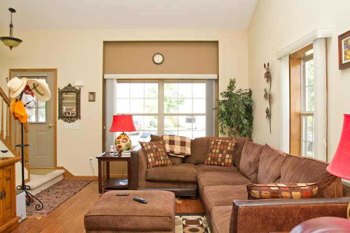 Two Bedroom House All To Yourself! - Madison - Casa
