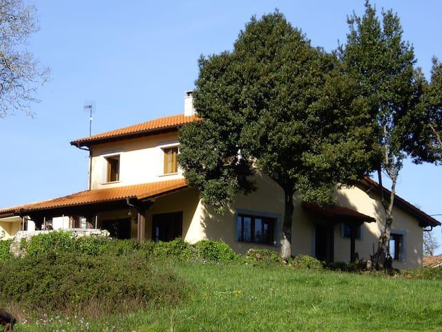 Casa rural en Villahormes Asturias - Villahormes - Huis