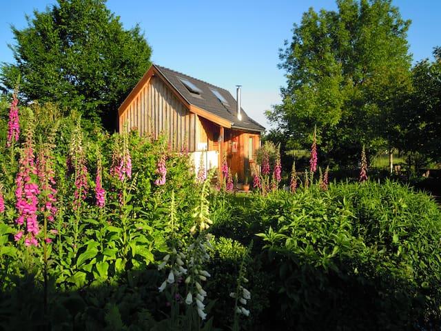 wooden cottage and brocante sale - Roosdaal - Отпускное жилье