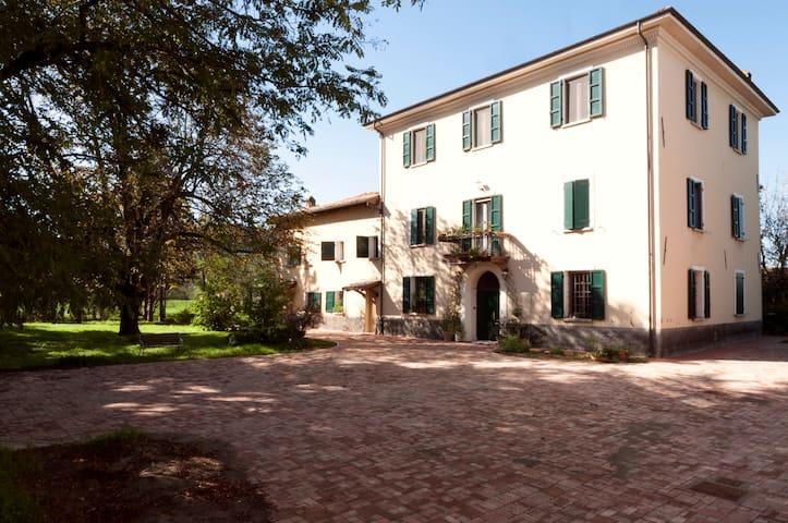 Double room near Bologna - Monteveglio - Bed & Breakfast
