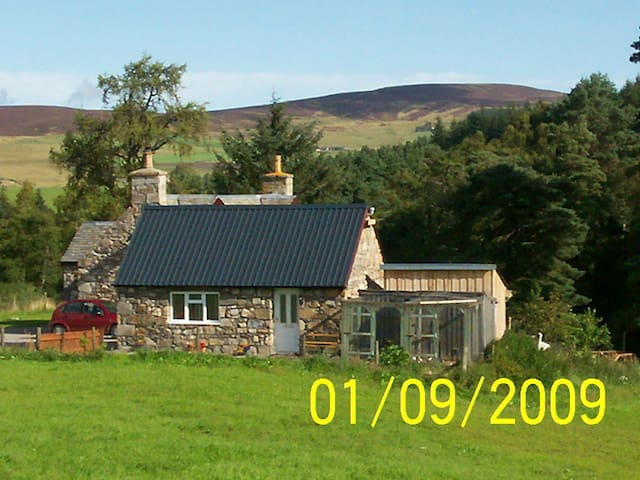 The Bothy  - Shenval - Pis