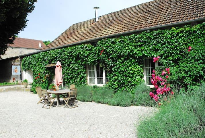 Spring Cottage at Le Petit Village - Fulvy - Ház