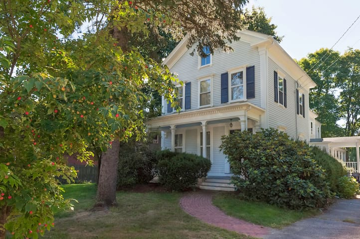 Charming Victorian Near Boston - Dedham - Hus