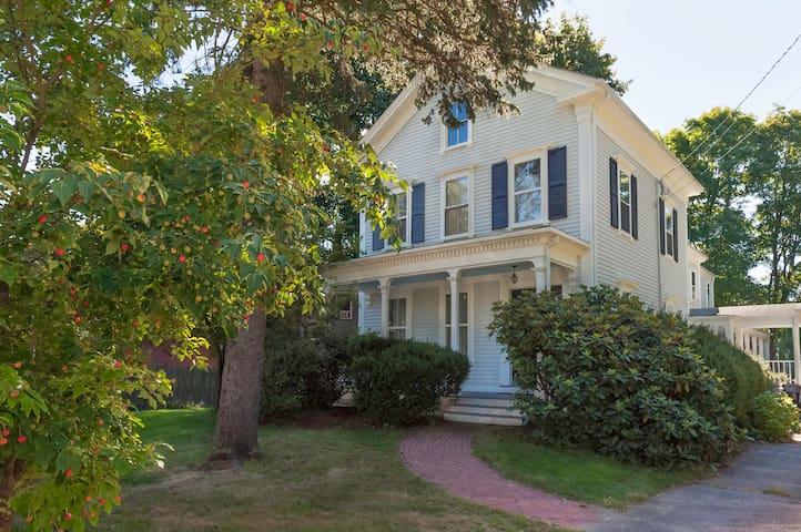 Charming Victorian Near Boston - Dedham - Casa