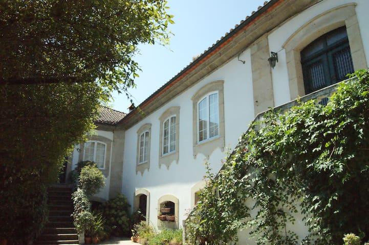 Casa Grande do Serrado - Sanhoane - Bed & Breakfast
