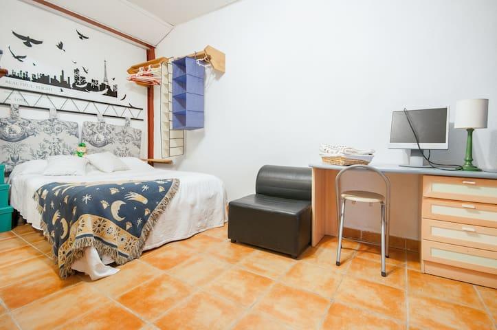 Room F Alcalá de Henares (Madrid) - Alcala de Henares - Maison