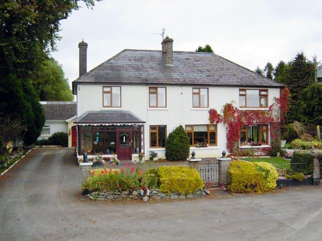 Mundy's Ford House Cavan Town - Deredis - Bed & Breakfast
