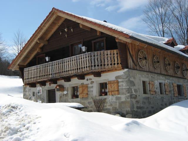 Charming country cottage in a fantastic location - Waldkirchen - Houten huisje