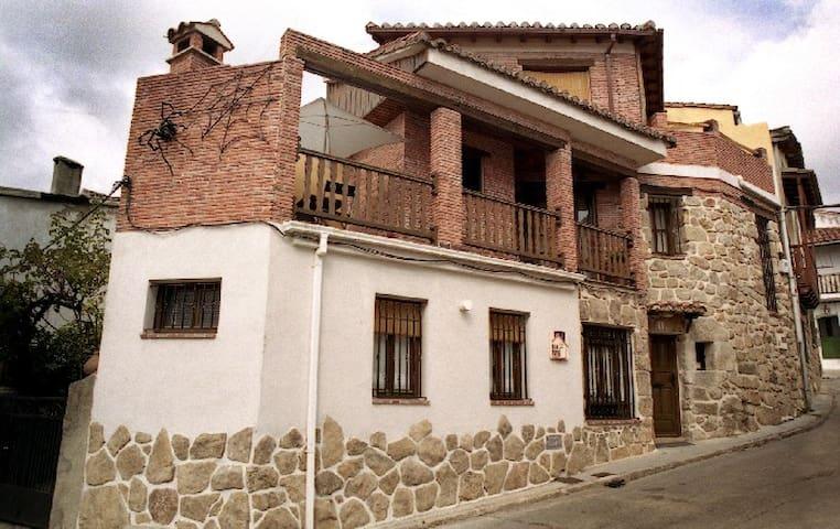 Casa Rural LA ARAÑA en Piedralaves - Piedralaves - Hus