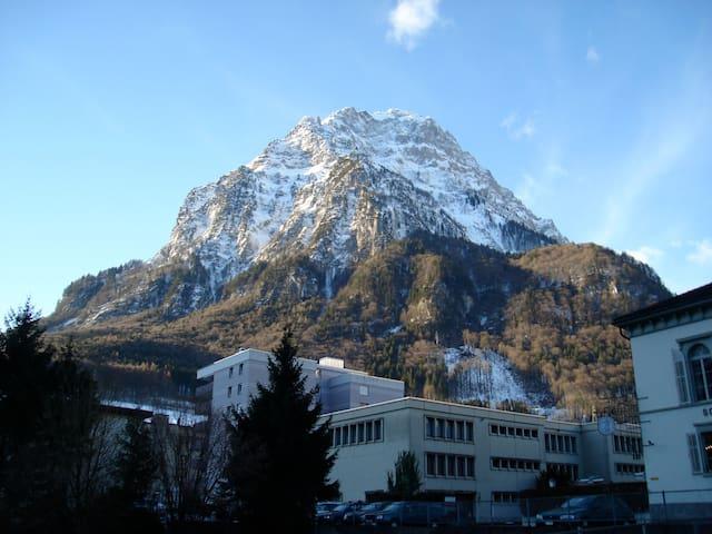 Gemütlichkeit mitten in Glarus  - Glarus - Appartement