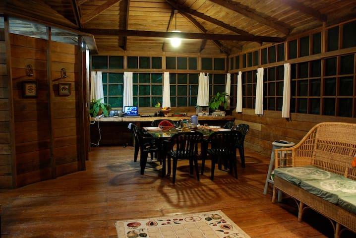 Beautiful Log Cabin with Pool - Iranduba