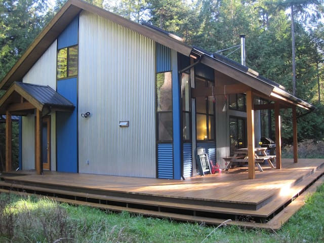 Spacious, private island retreat - Mayne Island - 小木屋