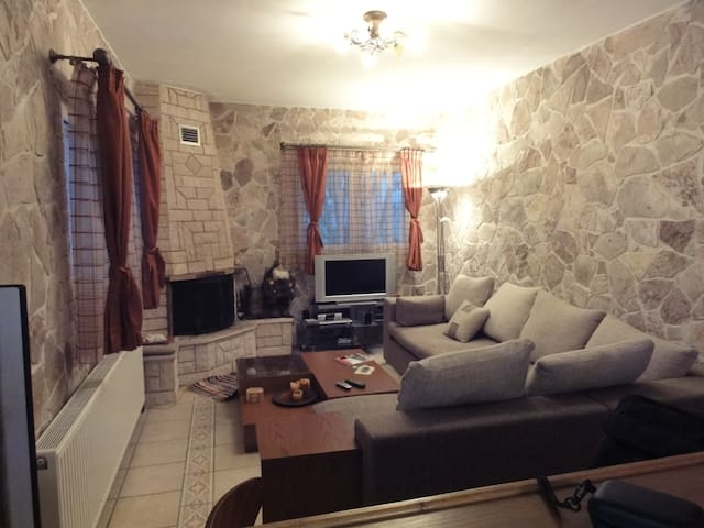 COSY AND COMFORTABLE LITTLE HOUSE - Karpenissi - Hus