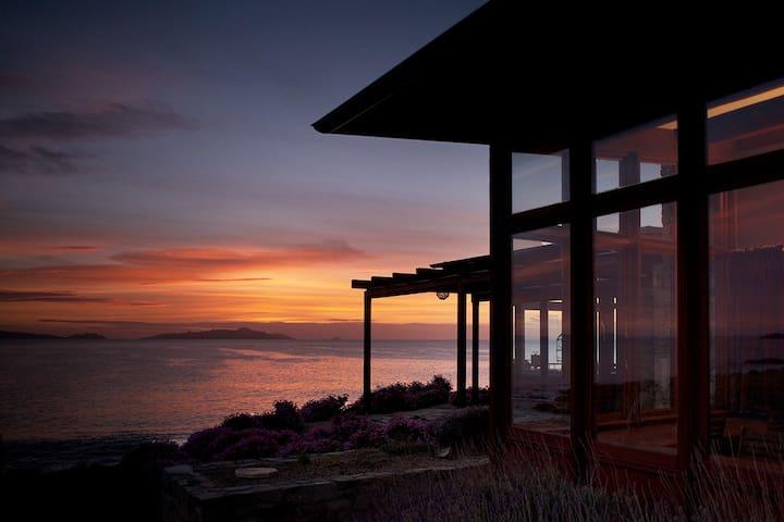 Thalia: unique oceanfront retreat - Swansea - Talo