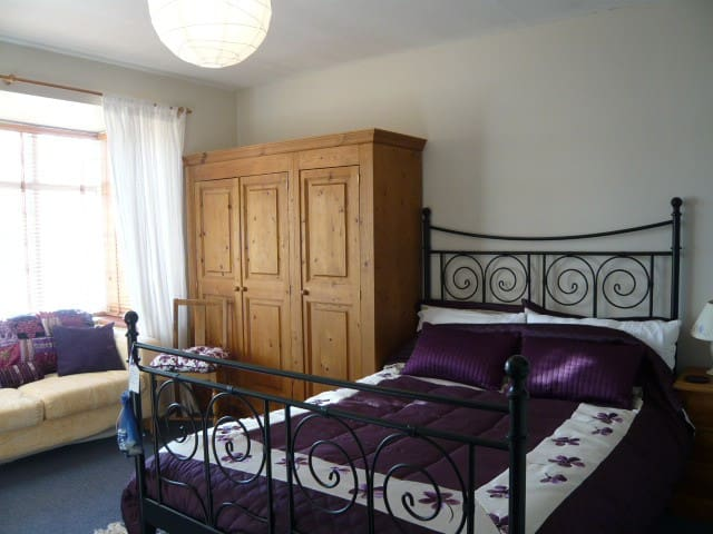 Ground floor sunny double, parking - Shefford - Casa