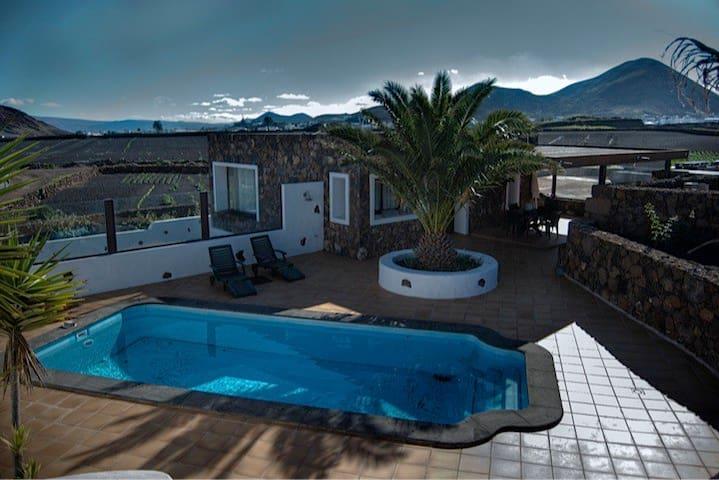 Las Peladas house /private pool - Tinajo - Hus