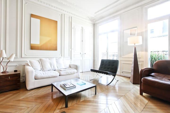 Parquet-moulures-cheminée - París - Pis