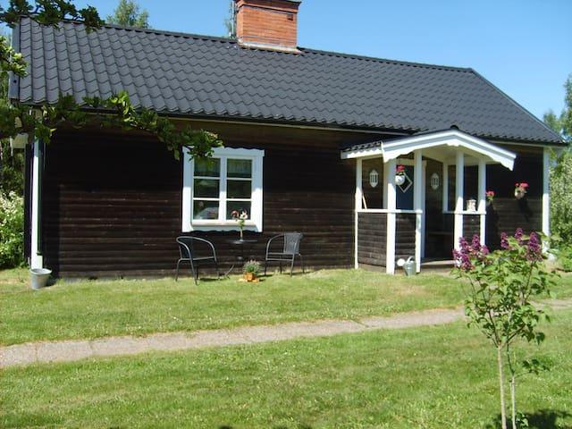 Cozy cottage directly by Österbymo - Österbymo - Ev