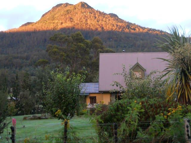 Bluff Views B&B Homestay Tasmania. - Golden Valley - Bed & Breakfast