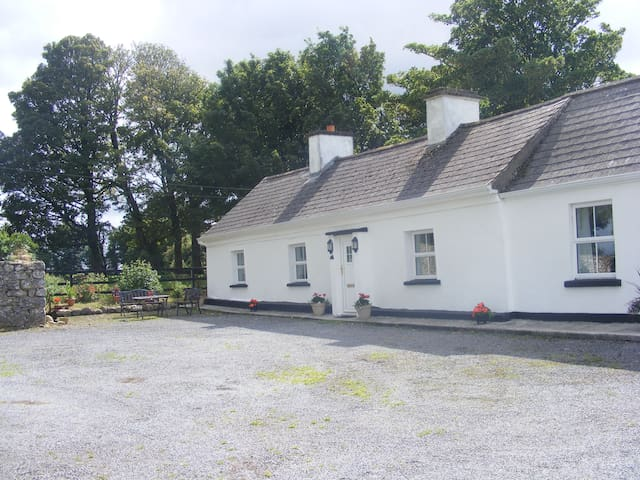 Cosy country cottage - Castlerea - 獨棟