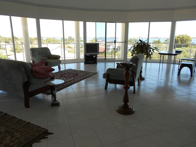 Quality home with lovely outlook - Australind