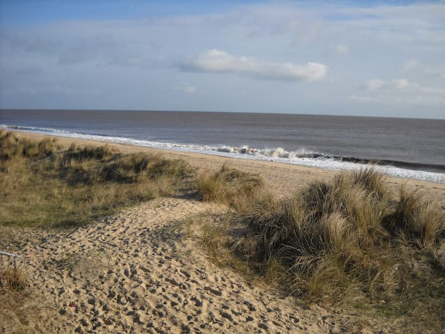 Cool Beachside Retreat, sea view! - Caister-on-Sea - Overig