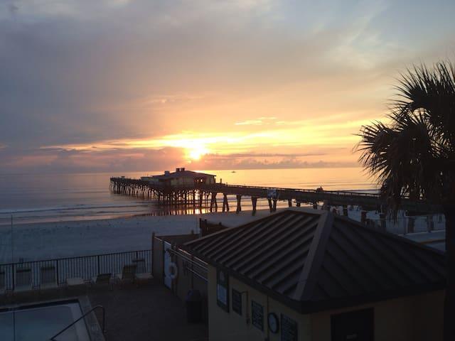 Oceanfront 2/2 Beside Fishing Pier - Daytona Beach Shores - Lägenhet
