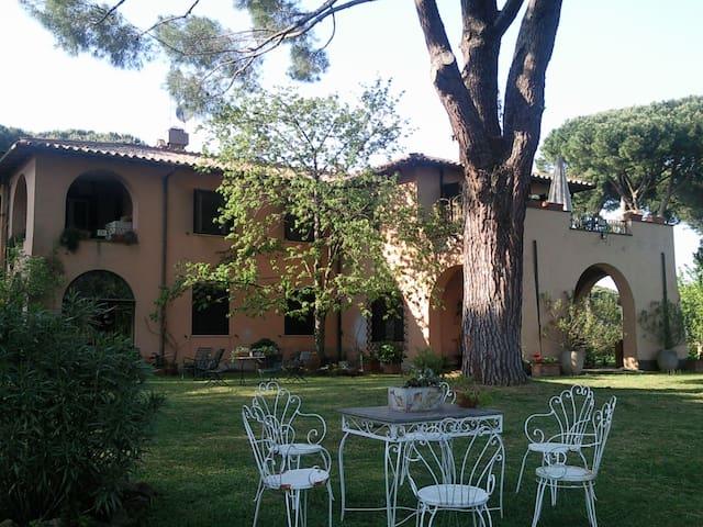 antico casale immerso nel verde - Řím - Vila
