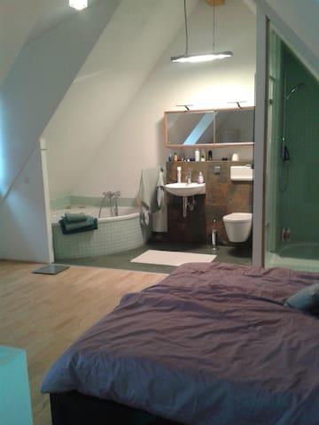 Modernes Doppelzimmer mit Bad - Heidelberg - Huis
