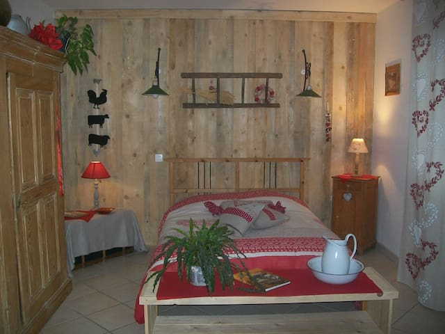 Big and rustic room - Rhinau - Huis