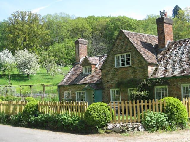 Jobs Mill Cottage - Wiltshire - Hus