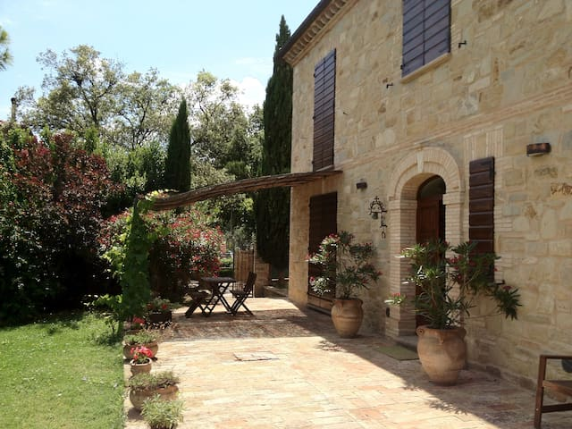 Villa recintata con piscina privata - Serripola - 別荘