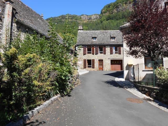 Maison de vacances à la montagne. - Saint-Vincent-de-Salers - Casa