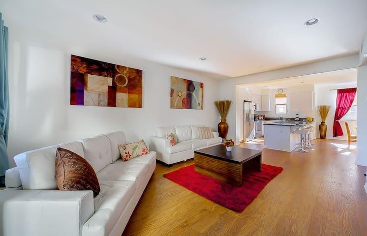 Gorgeous New Built Townhome - Long Beach