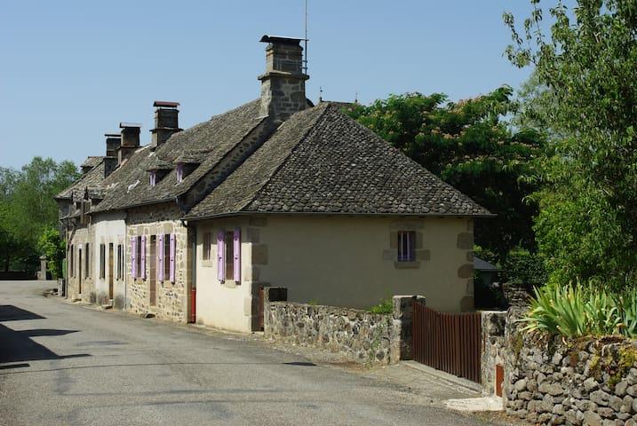 Typical house with garden - Bassignac-le-Haut - Casa